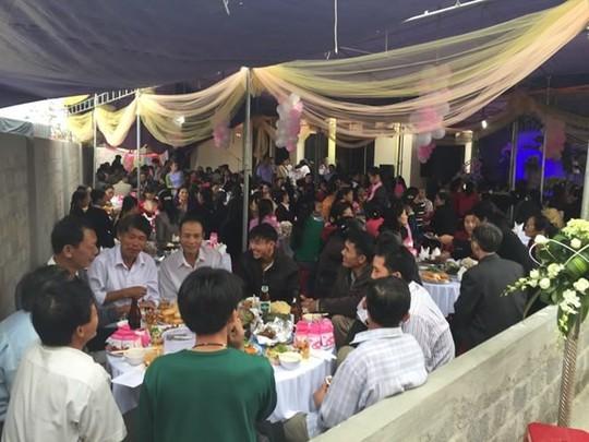 Sau dự tiệc cưới, gần 20 người nhập viện vì ngộ độc - Ảnh 1.