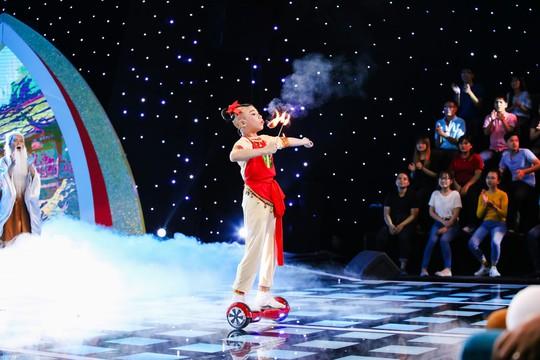 Cô bé 10 tuổi múa ballet khiến Ốc Thanh Vân khóc nức nở - Ảnh 4.