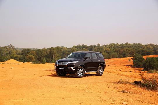Ôtô tiếp tục giảm giá trong tháng 10 - Ảnh 2.