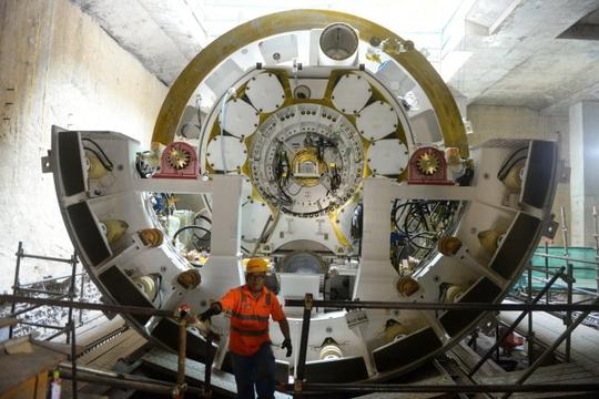 Chủ tịch UBND TP HCM xem robot đào hầm metro - Ảnh 3.