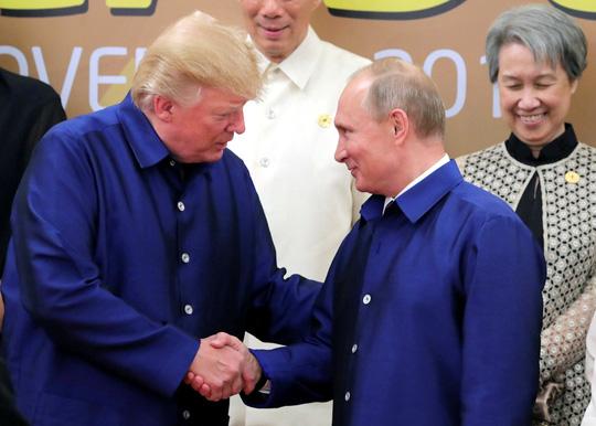 APEC 2017: Tổng thống Mỹ - Nga bắt tay vui vẻ - Ảnh 3.