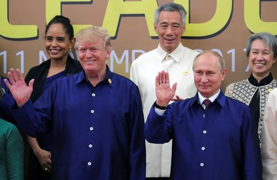 APEC 2017: Tổng thống Mỹ - Nga bắt tay vui vẻ - Ảnh 4.