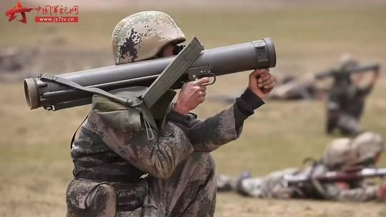 Trung Quốc tập trận bắn đạn thật gần Ấn Độ - Ảnh 2.