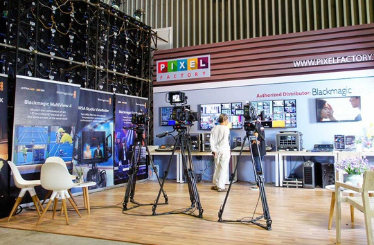 Nhiều nhà sản xuất thiết bị âm thanh sân khấu và truyền hình tham gia triển lãm.