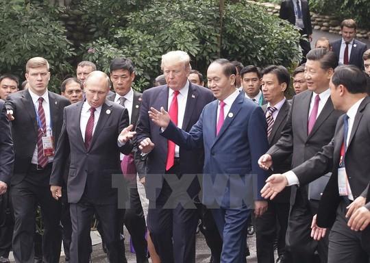 APEC 2017: Các nhà lãnh đạo APEC vui vẻ đi dạo, chụp hình - Ảnh 2.