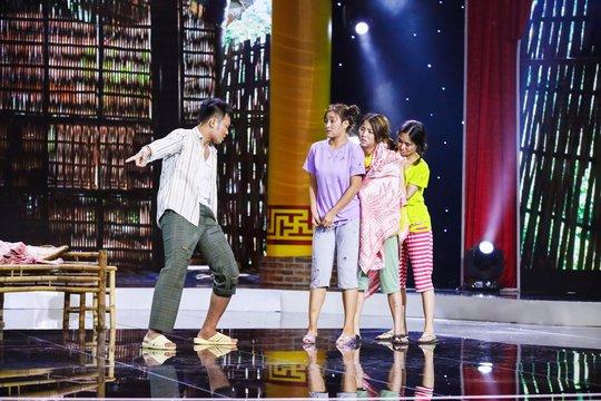 Việt Hương cười không ngừng với Next Top Model làng hài - Ảnh 1.