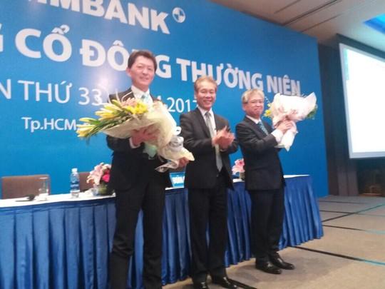 Ông Yutaka Moriwaki (bìa trái), thành viên HĐQT mới của Eximbank vừa được bầu. Ảnh: Thy Thơ