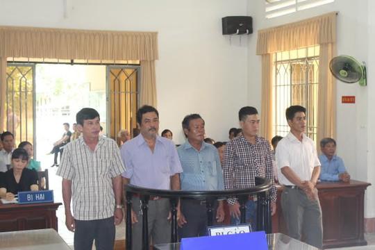5 bảo vệ rừng đánh người tố cáo cát tặc bị án treo - Ảnh 1.