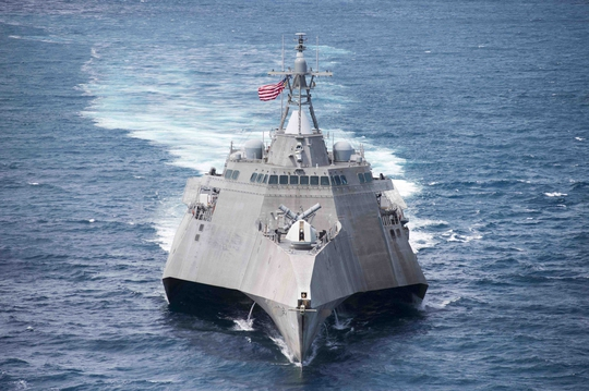 Tàu chiến tàng hình của Hải quân Mỹ bảo dưỡng ở Cam Ranh - Ảnh 1.