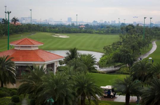 CLIP: Cử tri bức xúc về vỉa hè, sân golf tại kỳ họp HĐND TP - Ảnh 3.