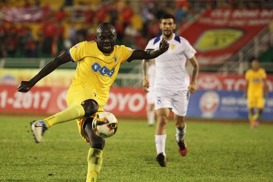 Công Vinh ra sân bán vé, CLB TP HCM cầm hòa FLC Thanh Hoá - Ảnh 8.