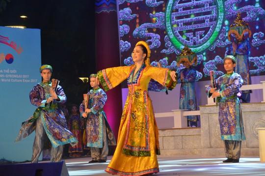 Ngắm nghệ sĩ Việt - Hàn - Nga - Campuchia lộng lẫy trên sân khấu - Ảnh 5.
