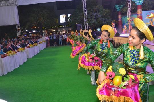 Ngắm nghệ sĩ Việt - Hàn - Nga - Campuchia lộng lẫy trên sân khấu - Ảnh 6.