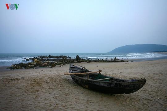 Ngắm vẻ đẹp của bãi biển hoang sơ dưới chân đèo Ngang - Ảnh 11.
