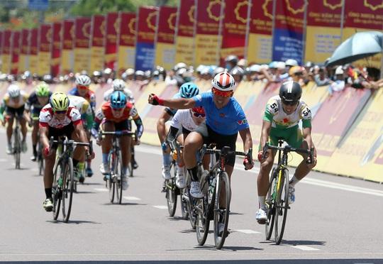 Lê Văn Duẩn được giải oan ở Giải Xe đạp VTV - Ảnh 4.