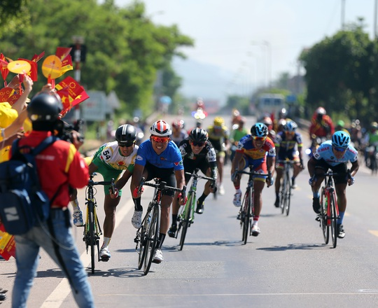 Lê Văn Duẩn được giải oan ở Giải Xe đạp VTV - Ảnh 6.