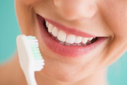 Lười đánh răng sẽ khiến bạn… đau bụng? - Ảnh 1.