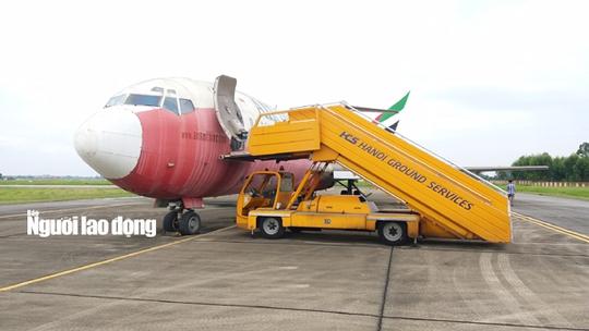 Bất ngờ với nội thất máy bay Boeing bỏ rơi 10 năm ở Nội Bài - Ảnh 3.