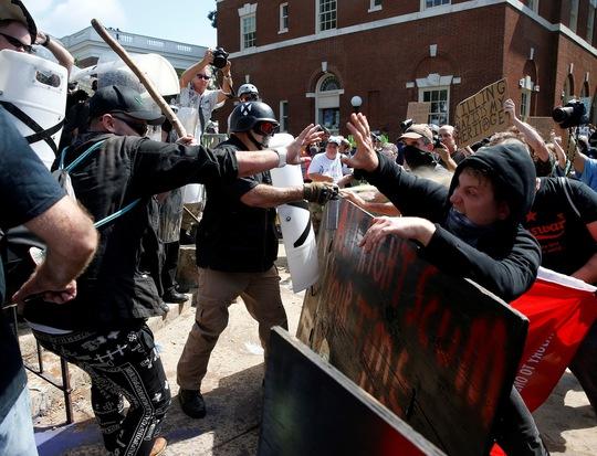 Bạo loạn chết chóc rúng động nước Mỹ - Ảnh 1.