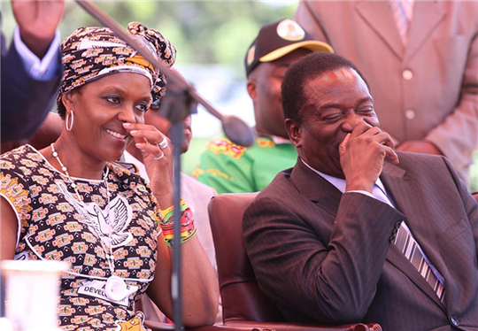 Ông Mnangagwa và bà Grace Mugabe. Ảnh: New Zimbabwe