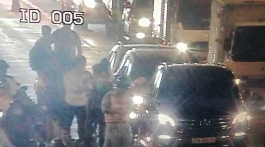 Hàng trăm ô tô bị kẹt ở hầm vượt sông Sài Gòn - Ảnh 1.