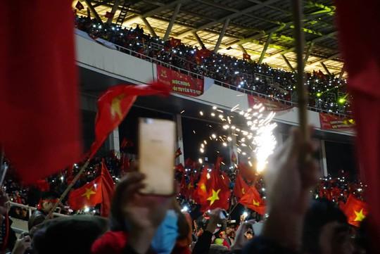 Tuyển thủ U23 Việt Nam cất cao lời ca chiến thắng tặng người hâm mộ - Ảnh 4.
