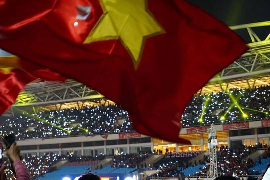 Tuyển thủ U23 Việt Nam cất cao lời ca chiến thắng tặng người hâm mộ - Ảnh 6.