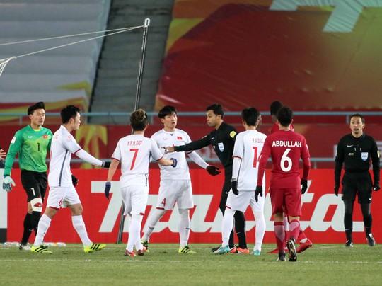 Những hình ảnh lấy nước mắt người hâm mộ của U23 Việt Nam - Ảnh 4.