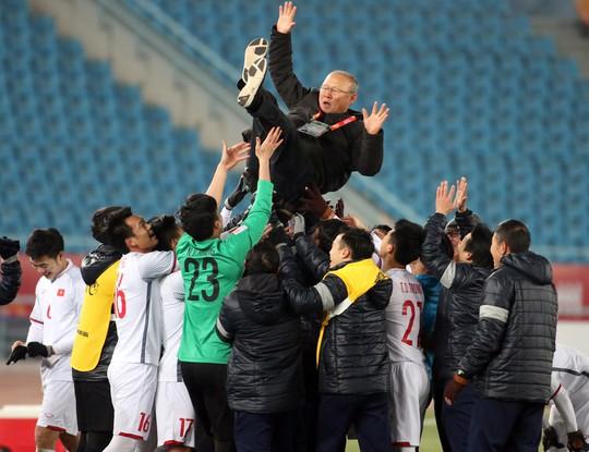 Những hình ảnh lấy nước mắt người hâm mộ của U23 Việt Nam - Ảnh 9.