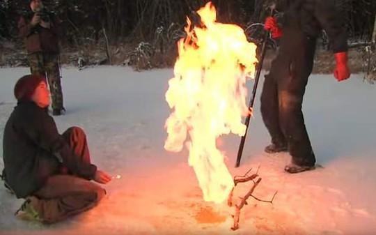 Hồ băng Bắc Cực bốc cháy bí ẩn - Ảnh 3.
