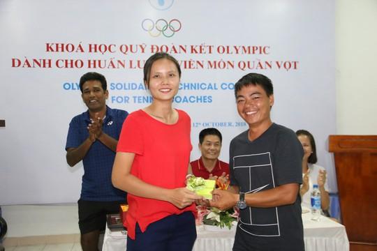 Giảng viên nước ngoài ấn tượng với HLV quần vợt Việt Nam - Ảnh 3.
