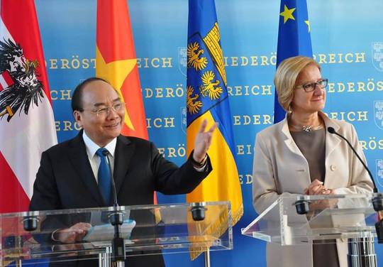 Thủ tướng rời Áo, lên đường tham dự ASEM 12, P4G và thăm Bỉ, EU - Ảnh 1.