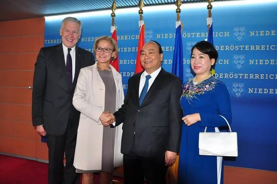 Thủ tướng rời Áo, lên đường tham dự ASEM 12, P4G và thăm Bỉ, EU - Ảnh 2.
