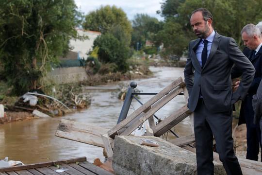 Pháp: Nước mưa 7 tháng trút xuống trong 1 đêm, nữ tu sĩ bị cuốn trôi - Ảnh 4.