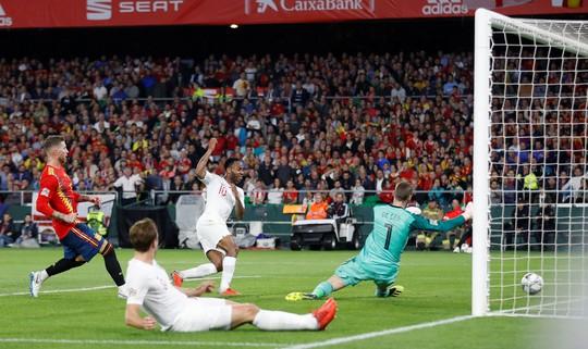 Ngược dòng bất thành, Tây Ban Nha thua sốc Tam sư Anh - Ảnh 3.