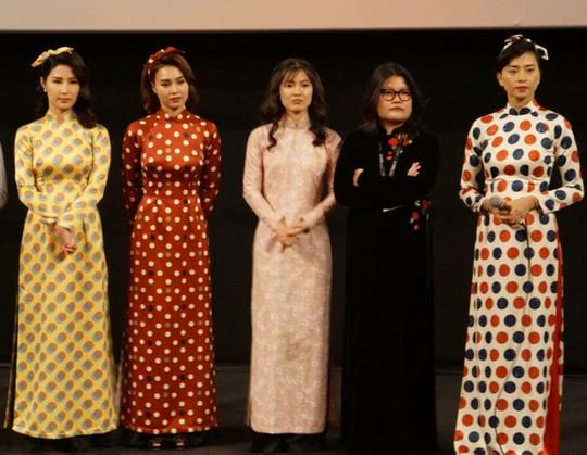 Cô Ba Sài Gòn tranh thủ vận động trước khi tranh cử tại Oscar 2019 - Ảnh 3.