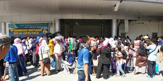 Indonesia: Đám đông cướp ATM trong lúc chờ viện trợ sóng thần - Ảnh 3.