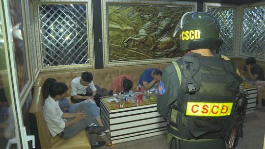 21 nam nữ rủ nhau vào quán karaoke để chơi ma túy - Ảnh 2.