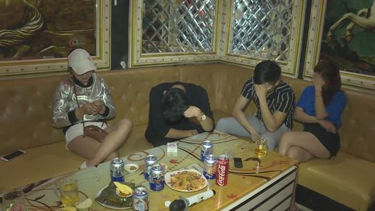 21 nam nữ rủ nhau vào quán karaoke để chơi ma túy - Ảnh 1.