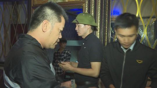 21 nam nữ rủ nhau vào quán karaoke để chơi ma túy - Ảnh 4.