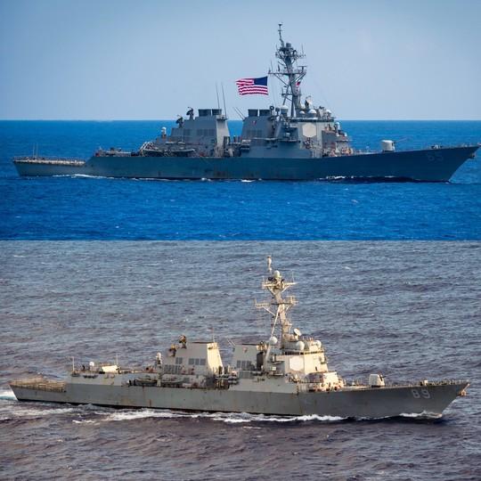 Hai tàu chiến Mỹ đi qua eo biển Đài Loan - Ảnh 1.
