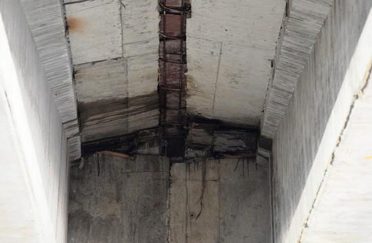 Sửa chữa 2 cầu bị thấm nước mưa trên đường cao tốc Đà Nẵng – Quảng Ngãi - Ảnh 4.