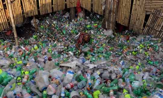 Lần đầu phát hiện cơ thể người nhiễm nhựa - Ảnh 1.