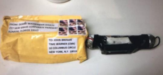 Ai đứng sau hàng loạt bưu kiện chứa thiết bị nổ gửi đến giới lãnh đạo Mỹ? - Ảnh 1.