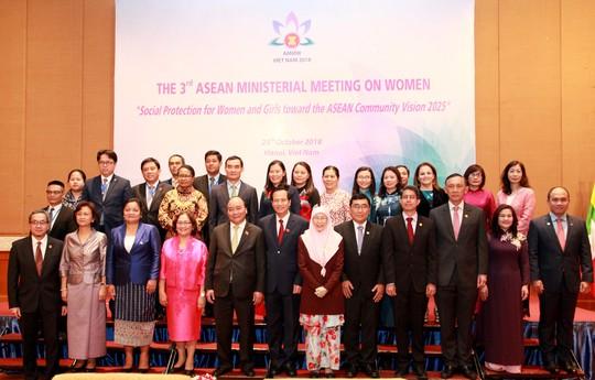 Thủ tướng Nguyễn Xuân Phúc: Phụ nữ ASEAN cống hiến tích cực vào tăng trưởng, thịnh vượng của quốc gia - Ảnh 2.