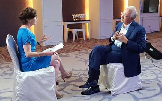Bị xoáy vụ sát hại người mẫu, ông Najib nổi nóng trên truyền hình - Ảnh 1.