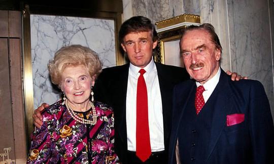 Ông Trump bị tố giúp cha mẹ trốn thuế hàng trăm triệu USD - Ảnh 1.