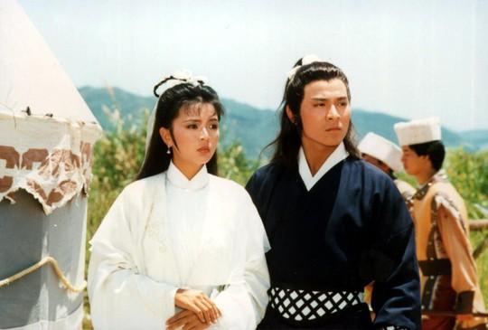 Người cảm tạ, kẻ xuất khẩu thành thơ thương tiếc Kim Dung - Ảnh 1.