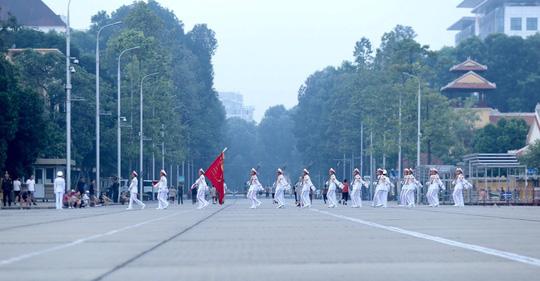 Xúc động lễ treo cờ rủ Quốc tang nguyên Tổng Bí thư Đỗ Mười - Ảnh 5.