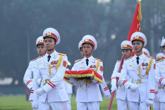 Xúc động lễ treo cờ rủ Quốc tang nguyên Tổng Bí thư Đỗ Mười - Ảnh 12.